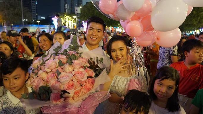Duy Mạnh cầu hôn em vợ Văn Quyết, cựu chủ tịch Sài Gòn FC xác nhận cho cưới - Ảnh 2.