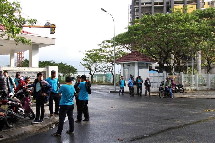 Hàng loạt tài xế xe buýt ngừng việc, vì doanh nghiệp nợ lương 2 tháng  - Ảnh 1.