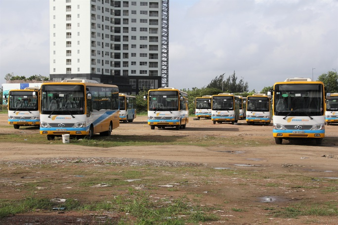 Hàng loạt tài xế xe buýt ngừng việc, vì doanh nghiệp nợ lương 2 tháng  - Ảnh 2.