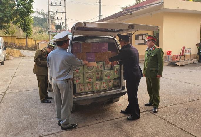 Phát hiện lô hàng Tết xuất xứ Trung Quốc, nhập lậu vào Việt Nam - Ảnh 1.