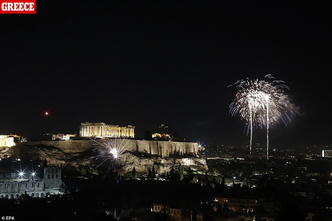 Ngất ngây với đại tiệc pháo hoa mừng năm mới 2020 ở trời Âu - Ảnh 15.