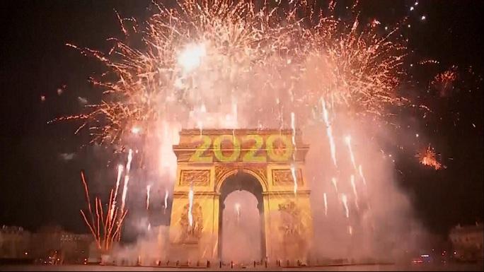 Ngất ngây với đại tiệc pháo hoa mừng năm mới 2020 ở trời Âu - Ảnh 5.