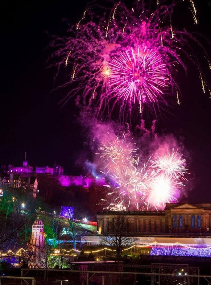 Ngất ngây với đại tiệc pháo hoa mừng năm mới 2020 ở trời Âu - Ảnh 9.