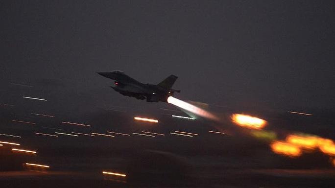 Hàng loạt máy bay tấn công mục tiêu thân Iran ở Syria - Ảnh 1.