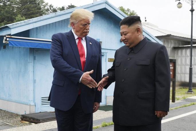 Tổng thống Trump nhờ người chúc mừng sinh nhật ông Kim Jong-un - Ảnh 1.
