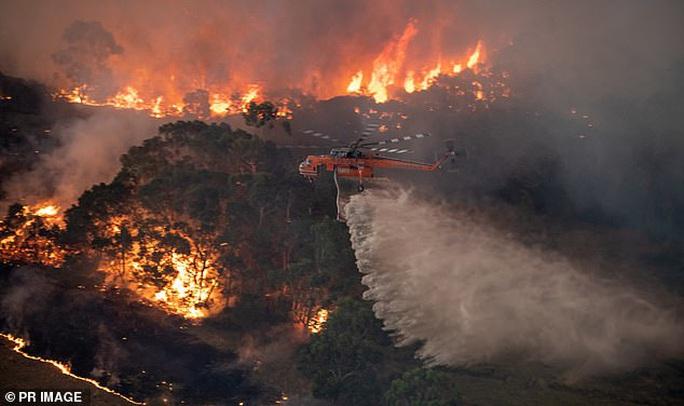 Úc: Nghi phạm gây cháy rừng họ Truong bị dọa giết - Ảnh 2.