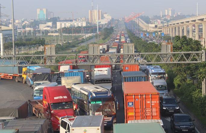 TP HCM: Vận tải hàng hóa vào ban đêm có giảm kẹt xe? - Ảnh 1.