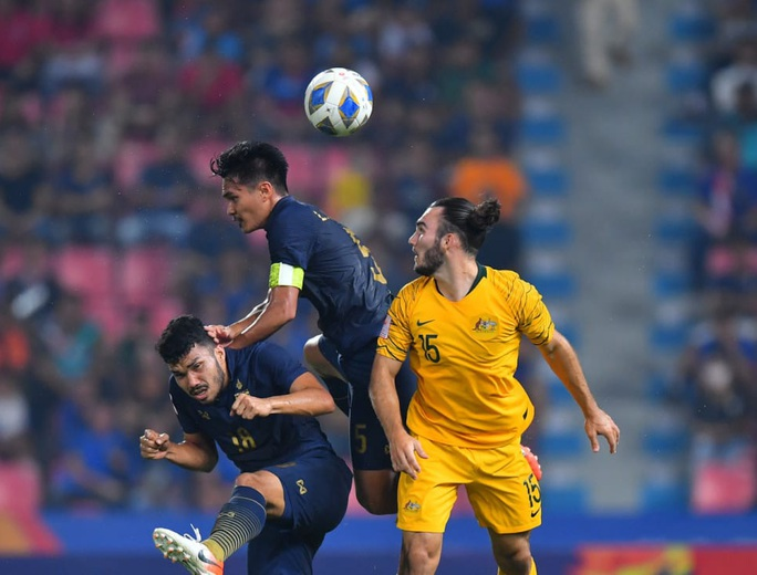 Thua ngược U23 Úc 1-2, U23 Thái Lan trở lại mặt đất - Ảnh 1.