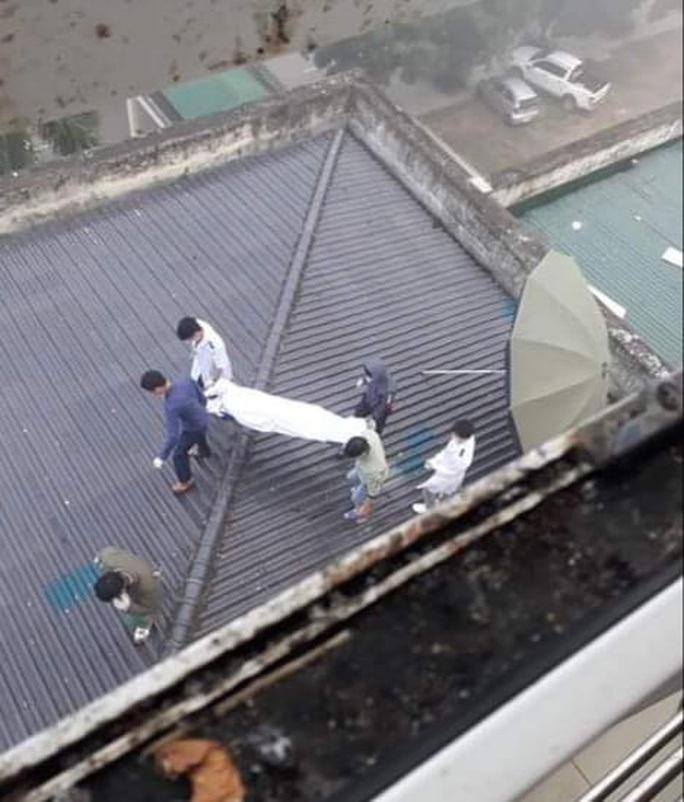 Bất ngờ rơi từ tầng 7 của bệnh viện, một nam bệnh nhân tử vong - Ảnh 1.