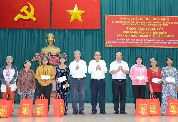 Phó Thủ tướng Thường trực Trương Hòa Bình tặng quà đồng bào dân tộc Chăm TP HCM - Ảnh 2.