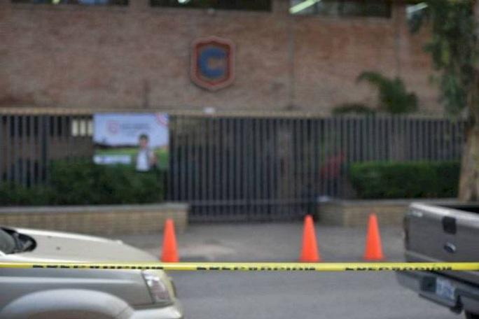 Học sinh 11 tuổi nổ súng tại trường làm giáo viên và 6 bạn học thương vong - Ảnh 1.