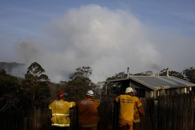 Úc: Cháy rừng hai bang nhập 1, siêu hỏa ngục hình thành - Ảnh 4.