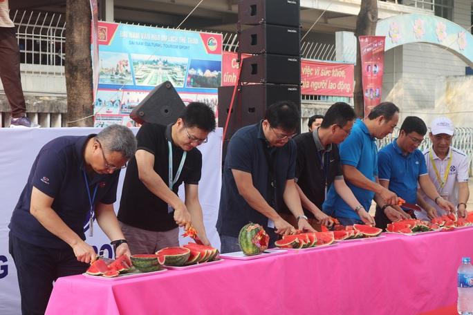 Công nhân Công ty TNHH Pou Yuen vui xuân - Ảnh 1.