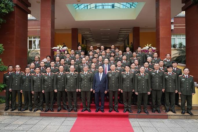 Kiểm tra công tác cảnh vệ, Thủ tướng đề cập vụ Đồng Tâm - Ảnh 6.