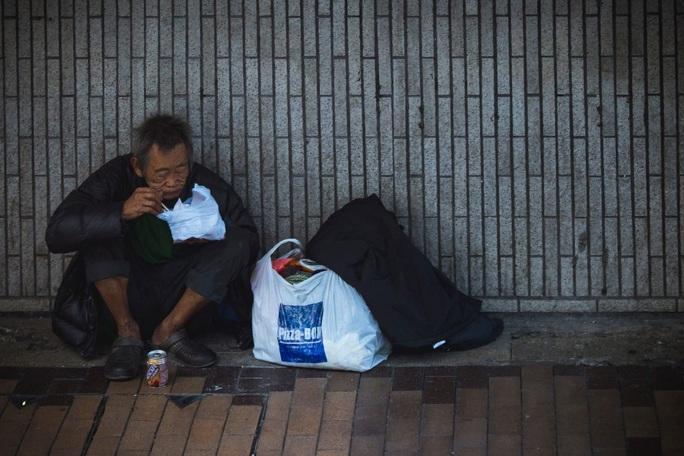 Tỉnh 80 triệu dân chỉ có 17 người nghèo, dân mạng Trung Quốc dậy sóng - Ảnh 1.