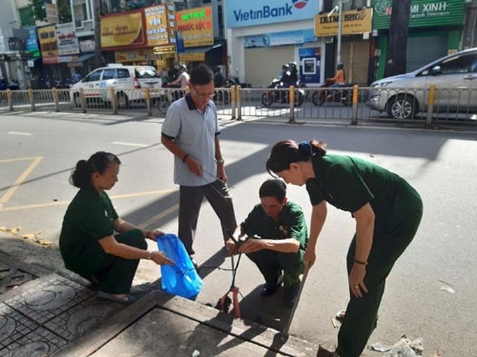 Cuộc vận động người dân không xả rác: Ngỡ ngàng với những khu phố không rác - Ảnh 1.