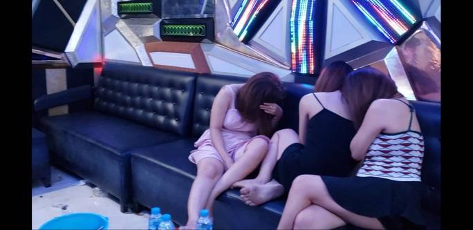 Công an Đồng Nai đồng loạt vây ráp, xử nhiều điểm ma túy, karaoke ôm - Ảnh 2.