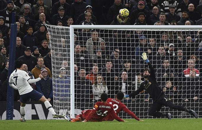 Hạ chủ nhà Tottenham, Liverpool chạm tay vào lịch sử - Ảnh 2.