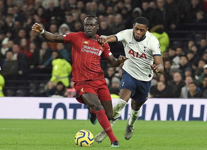 Hạ chủ nhà Tottenham, Liverpool chạm tay vào lịch sử - Ảnh 1.