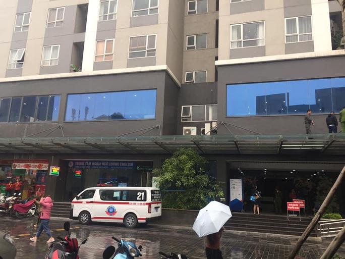 Bé gái 4 tuổi rơi từ tầng 25 tòa chung cư tử vong thương tâm - Ảnh 2.