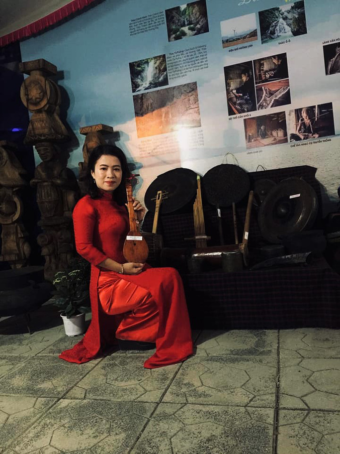 Nhiều nhạc cụ dân tộc được trưng bày tại phiên chợ vùng cao