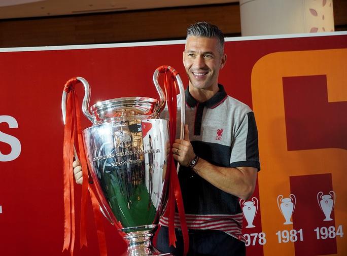 Cựu danh thủ Luis Garcia giới thiệu cúp Champions League ở Việt Nam - Ảnh 2.
