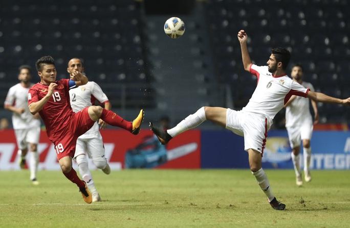 AFC ca ngợi màn trình diễn của thủ môn Bùi Tiến Dũng - Ảnh 1.