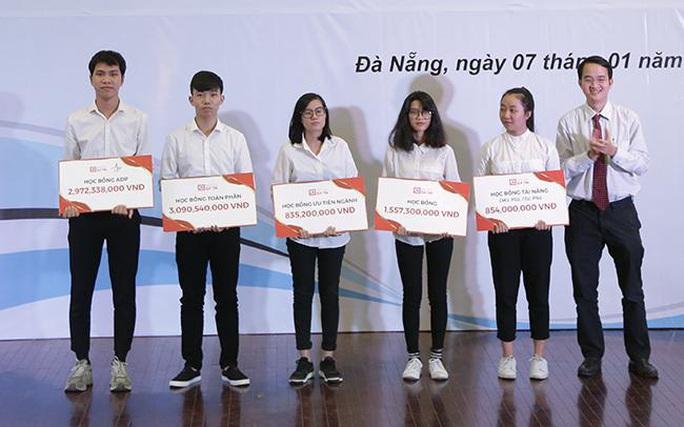 """Đại học Duy Tân cùng gói học bổng """"khủng"""" dành cho thí sinh điểm cao năm 2020 - Ảnh 1."""