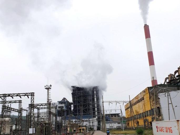 Tiếng nổ lớn tại Công ty Nhiệt điện Uông Bí, khói bốc cao hàng chục mét - Ảnh 1.