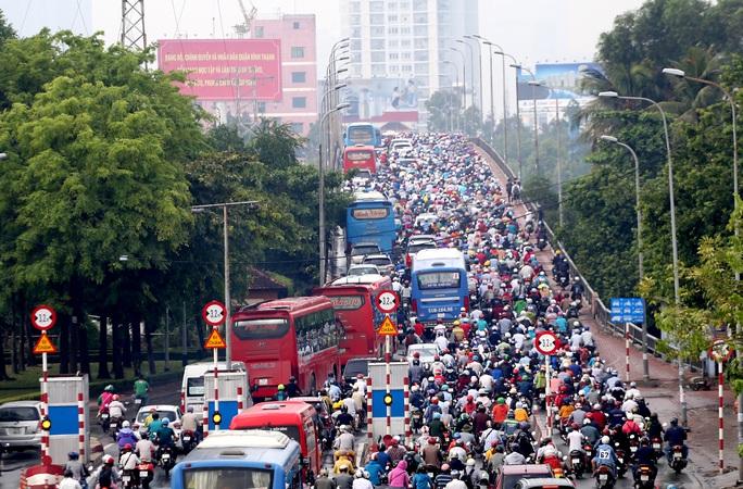 Cầu Bình Triệu tại khu vực Bến xe Miền Đông là nỗi ám ảnh bởi tình trạng kẹt xe những ngày lễ, Tết