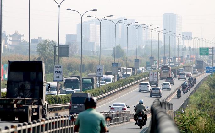 CLIP: 1 xe bốc cháy, cao tốc TP HCM - Long Thành - Dầu Giây kẹt kinh hoàng - Ảnh 5.