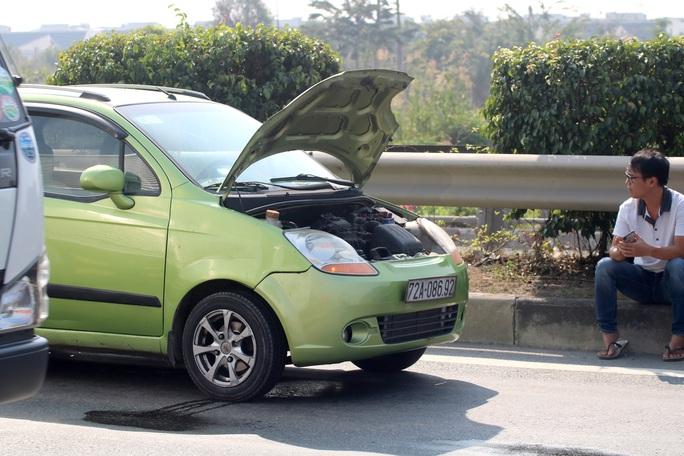 CLIP: 1 xe bốc cháy, cao tốc TP HCM - Long Thành - Dầu Giây kẹt kinh hoàng - Ảnh 4.