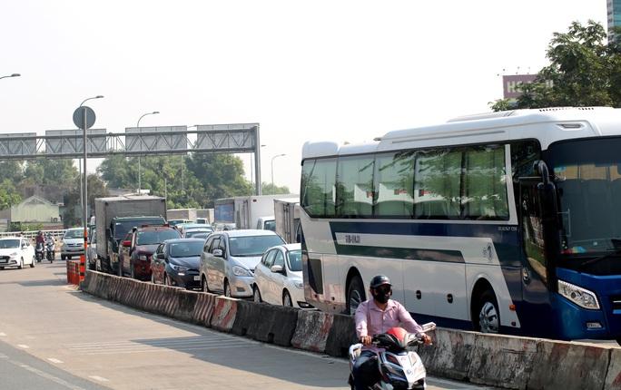 CLIP: 1 xe bốc cháy, cao tốc TP HCM - Long Thành - Dầu Giây kẹt kinh hoàng - Ảnh 8.