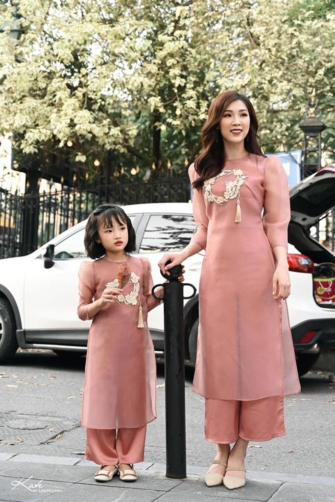 Nghệ sĩ Việt đua nhau khoe sắc trong loạt ảnh Tết - Ảnh 30.
