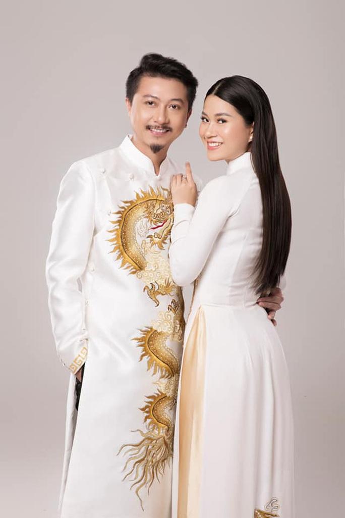Nghệ sĩ Việt đua nhau khoe sắc trong loạt ảnh Tết - Ảnh 2.