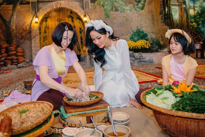 Nghệ sĩ Việt đua nhau khoe sắc trong loạt ảnh Tết - Ảnh 23.