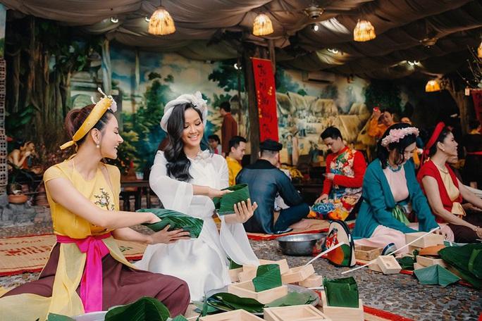 Nghệ sĩ Việt đua nhau khoe sắc trong loạt ảnh Tết - Ảnh 22.