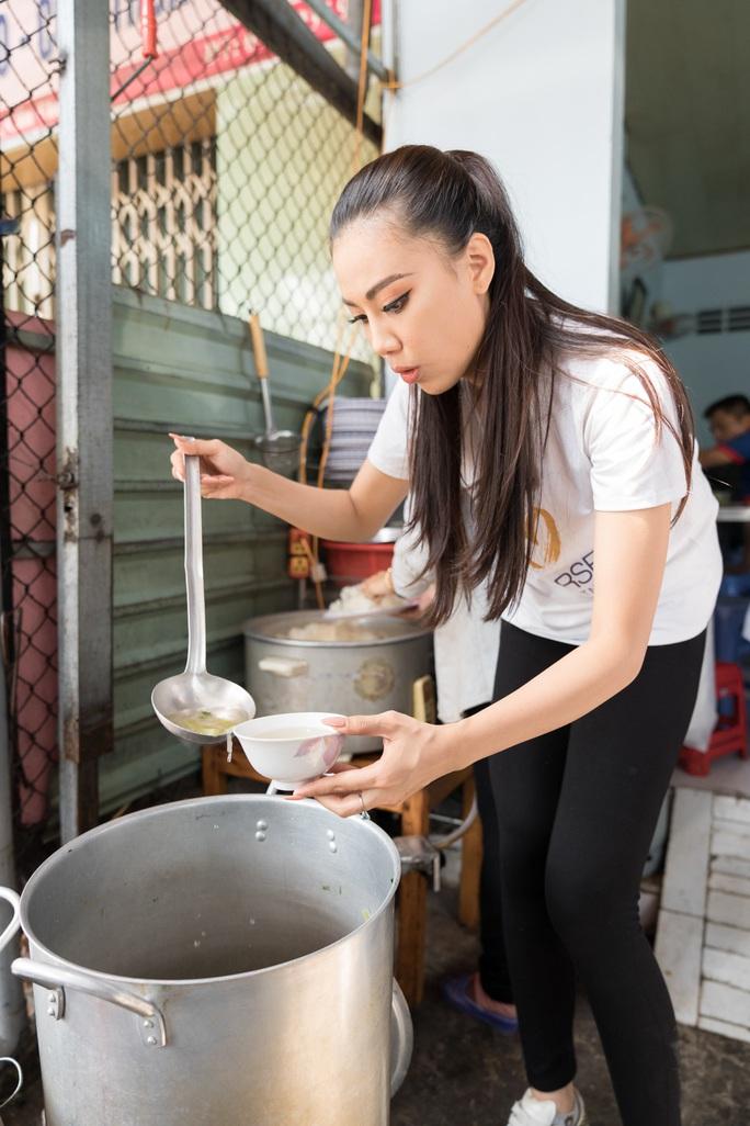 Á hậu Kim Duyên phụ gia đình bán cơm bình dân - Ảnh 5.