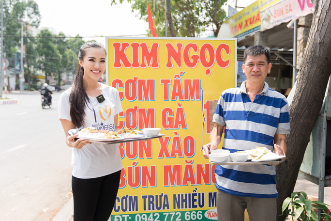 Á hậu Kim Duyên phụ gia đình bán cơm bình dân - Ảnh 4.