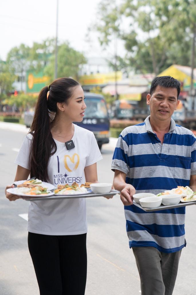Á hậu Kim Duyên phụ gia đình bán cơm bình dân - Ảnh 3.