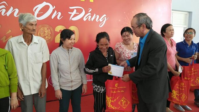 Công nhân khó khăn tại Khánh Hòa vui Tết sum vầy  - Ảnh 1.