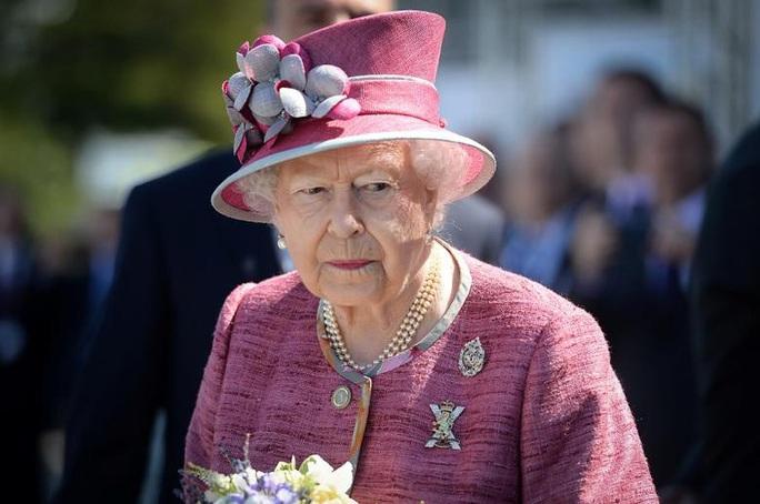 """Nữ hoàng Anh ủng hộ """"cuộc sống mới"""" của vợ chồng Hoàng tử Harry  - Ảnh 1."""