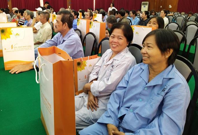 100 bệnh nhân ung thư nhận được quà Tết bất ngờ từ Phó Chủ tịch nước - Ảnh 3.