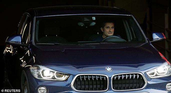 Barcelona sa thải HLV Valverde, La Liga sốc nặng - Ảnh 2.