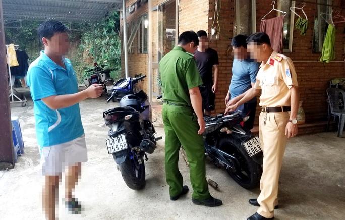 Kịch tính đón lõng vây bắt 2 kẻ trộm cắp tẩu thoát trên đèo Bảo Lộc - Ảnh 2.