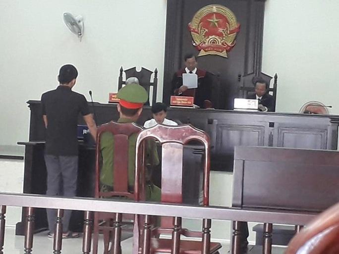 Thợ sửa điện nước dùng 100 video tống tiền CSGT Quảng Trị - Ảnh 1.