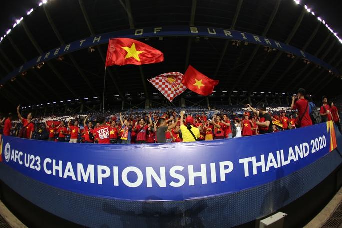 AFC cấm CĐV Việt Nam vi phạm thương quyền vào sân cổ vũ trận Triều Tiên - Ảnh 1.