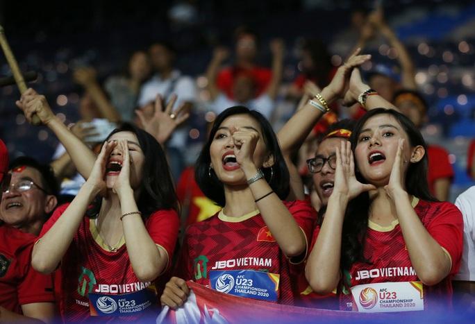 AFC cấm CĐV Việt Nam vi phạm thương quyền vào sân cổ vũ trận Triều Tiên - Ảnh 2.