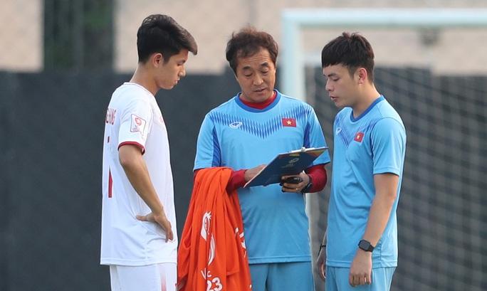 Chùm ảnh thầy trò HLV Park Hang-seo bình thản rèn quân trước trận gặp Triều Tiên - Ảnh 3.