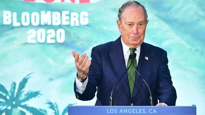 Tỉ phú Bloomberg không ngại chi 1 tỉ USD cho bất kỳ ai đánh bại ông Trump  - Ảnh 1.